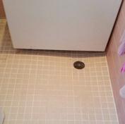 風呂場タイルの目地掃除